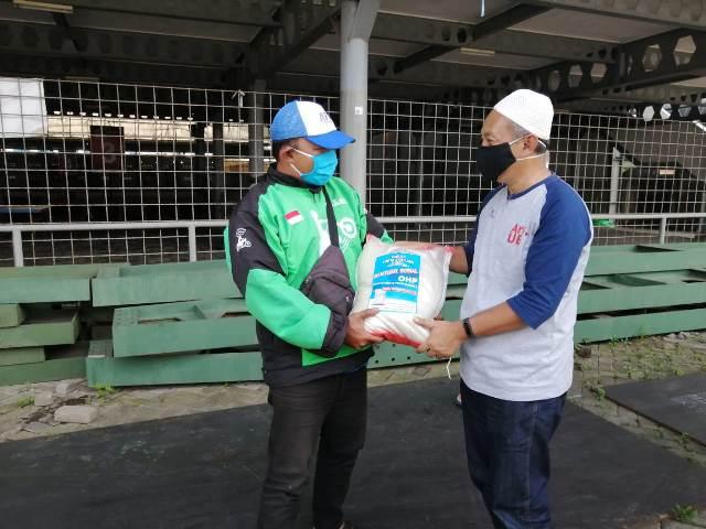Takmir Masjid Surga-PRM Tunggulwulung Bagi Sembako Pada Umat Terdampak Corona 2