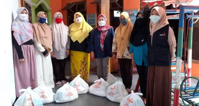 Setelah Bagi Handsanitizer-Masker, Sekarang MCCC Batu Gulirkan Paket Sembako Guru 1