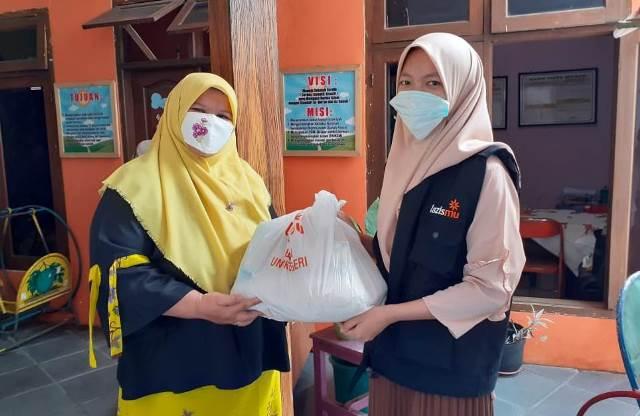 Setelah Bagi Handsanitizer-Masker, Sekarang MCCC Batu Gulirkan Paket Sembako Guru 2