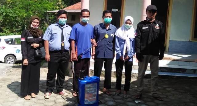 Lanjutkan Aksi Desinfektan, PCPM-SMK Muhendro Sanitasi Fasum Milik AUM 2