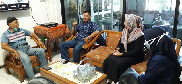 Datangi SMP M2 Tim Desinfektan SMK Muhammadiyah 1 Kota Malang Sanitasi Ruangan 1
