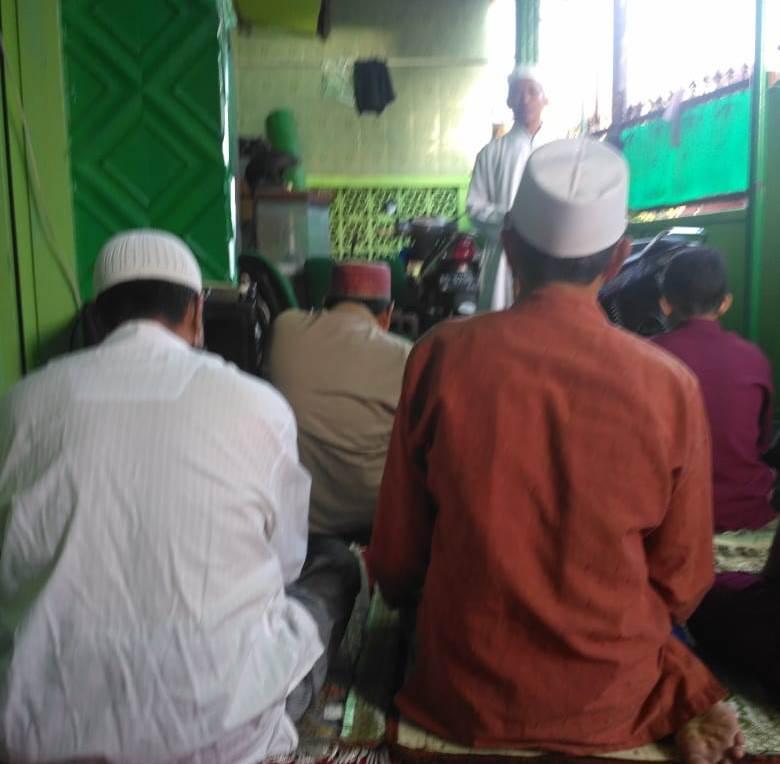 Puluhan Jama'ah Ustadz Slamet Shalat Idul Fitri di Teras Rumah, Iman Takwa Fokus Khutbahnya 1
