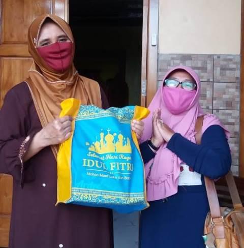 Usai Meeting Zoom SMK Mita, Guru-PCM Sepanjang Bawa Pulang Bingkisan Lebaran 2