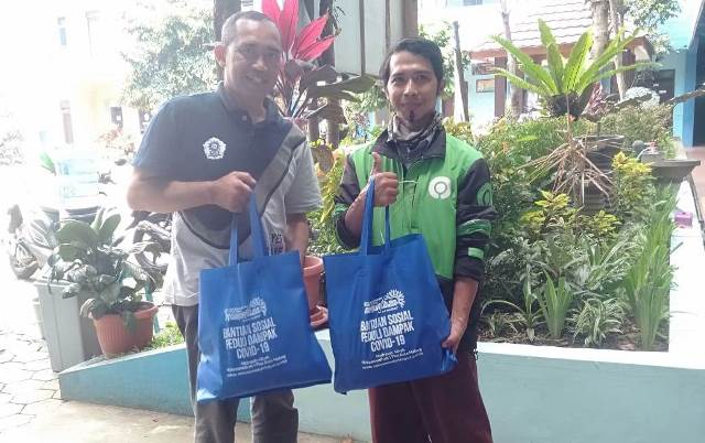 Sopir Angkot, Asongan, Kuli Bangunan Bersyukur Menerima Sembako Mamumtaza 2