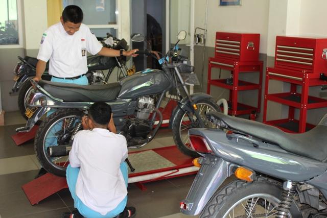 Servis Gratis Motor Anda, Datang Saja Bengkel TEFA SMK Muhammadiyah 1 Kota Malang 2