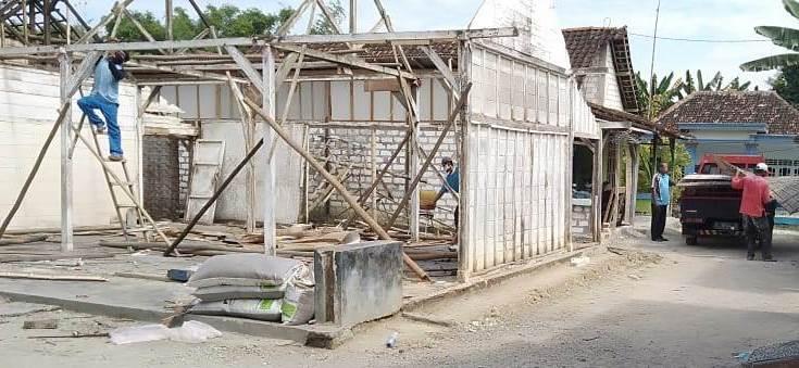 Rumah Saimun Nyaris Abruk, PRPM Gunungsari Bantu Renovasi 2