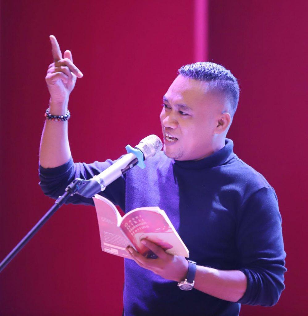 Tentang Kelahiran Falsafah dan Puisi, Catatan untuk Eyang Soekarno 1