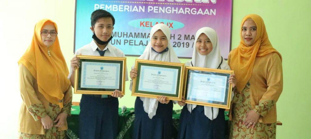 Giliran Kelas 8 SMP Muda Dapat Penghargaan Prestasi 1