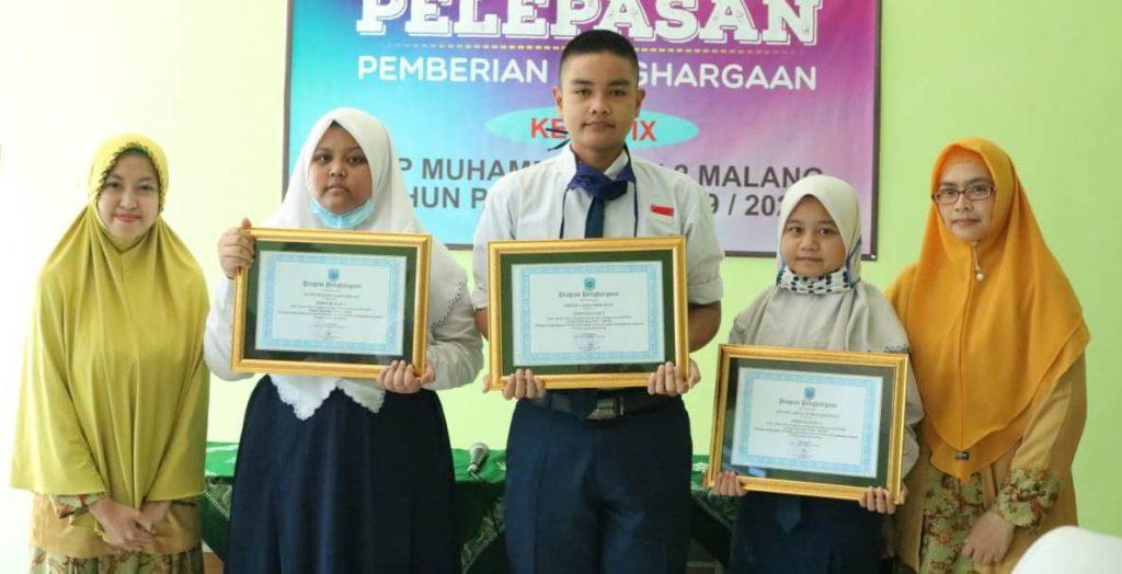 Giliran Kelas 8 SMP Muda Dapat Penghargaan Prestasi 2