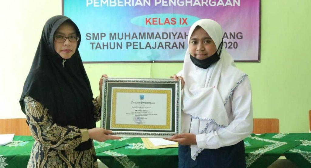 Beri Penghargaan Siswa SMP Muda Prestasi Non Akademik 1