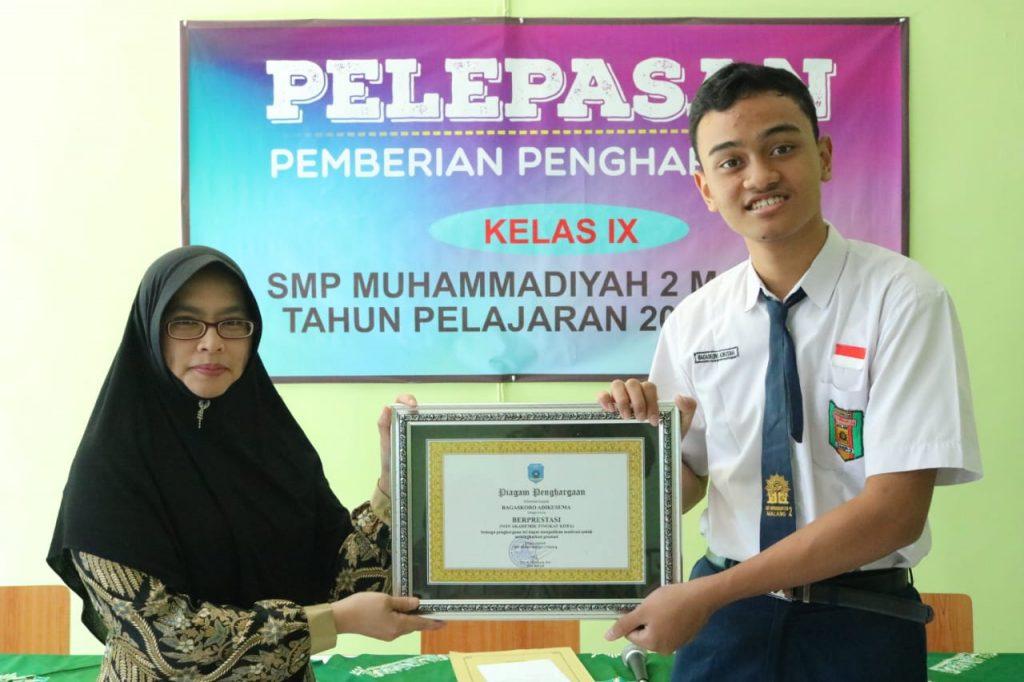 Beri Penghargaan Siswa SMP Muda Prestasi Non Akademik 2