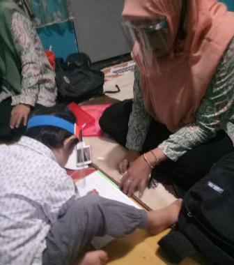 Bawa Alat Peraga, Guru ABA 3 Kota Malang Home Visit Siswanya 1