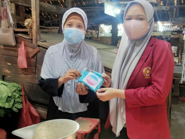 Sosialisasi Covid19 Pacarkembang, PMM 63 UMM Bagi Puluhan Masker 1