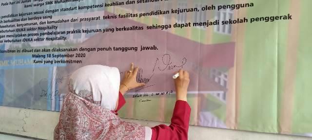 SMK Muda-Dikdasmen Tanda Tangan Komitmen IDUKA Hospitality 1