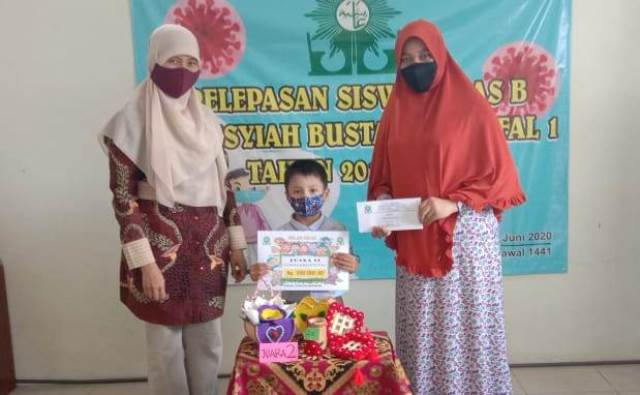 Milad ABA 1 Kota Malang, Bagi Hadiah Siswa-Orangtua 1