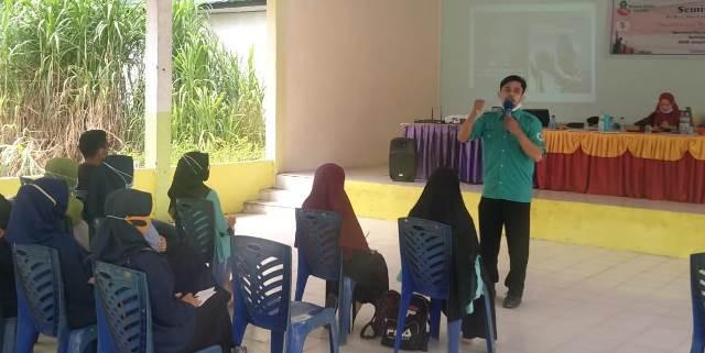 Seminar PCPM Gelumbang Serahkan Tabloid MataHati 1
