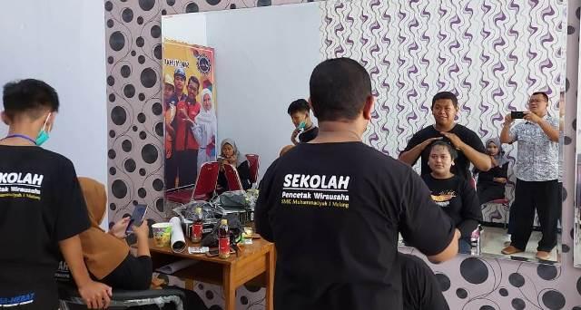 SPW SMK Muhisa UnBox Programnya, Bekali Tata Rias-Barbershop Siswa 1
