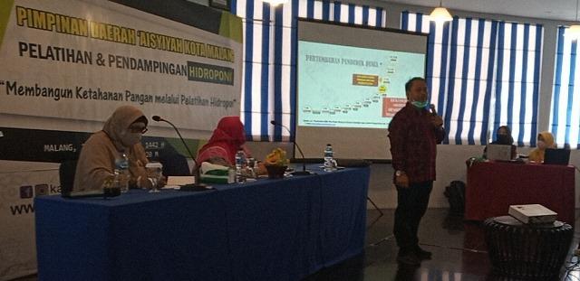 Dekan FPP UMM Bantu Ponpes Al Munawarah 1