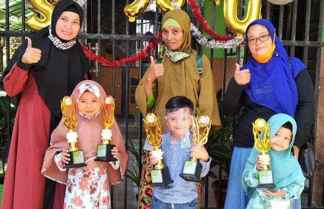 Tiga Siswa ABA 1 Kota Malang, Borong Tropy Juara Pildacil-Fashion 1
