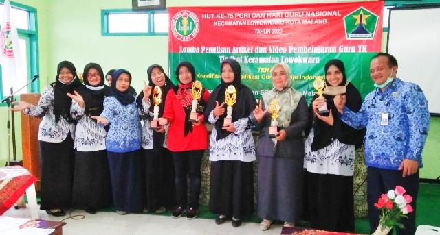 Guru TK Lab UM Juara HUT PGRI-HGN 2