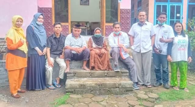 Pisang-Salak Pak Rebin, Lazismu Kota Malang Terima Kasih Pengabdi 1