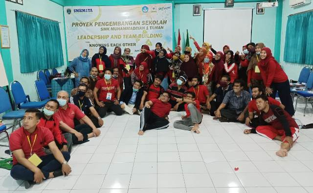VUB Latih Guru SMK MITA Sidoarjo Leadership-Team Building 2