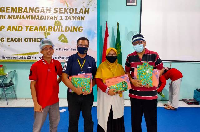 VUB Latih Guru SMK MITA Sidoarjo Leadership-Team Building 1