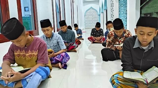 Program OSOJ-Bilingual MBS Al Manar Ogan Kumering Ilir Cetak Santri Handal 1