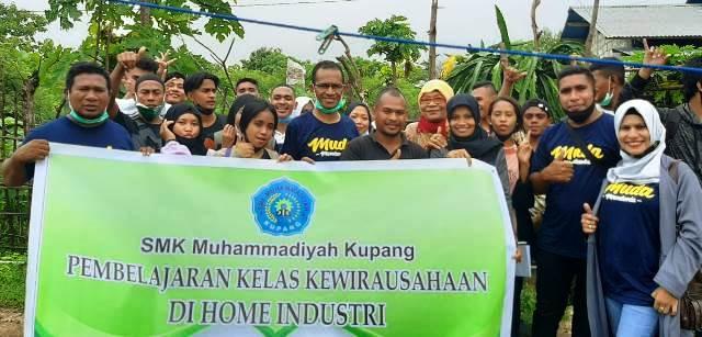 Siswa SMKM Kupang Studi Wirausaha Budidaya Sayur Organik-Aquaponik 1