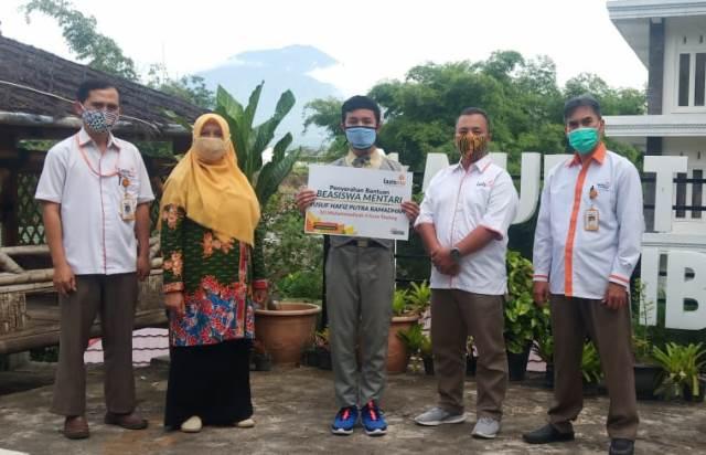 Yusuf Hafidz Terganjal Biaya, Lazismu Kota Malang Bantu Bea Siswa 1