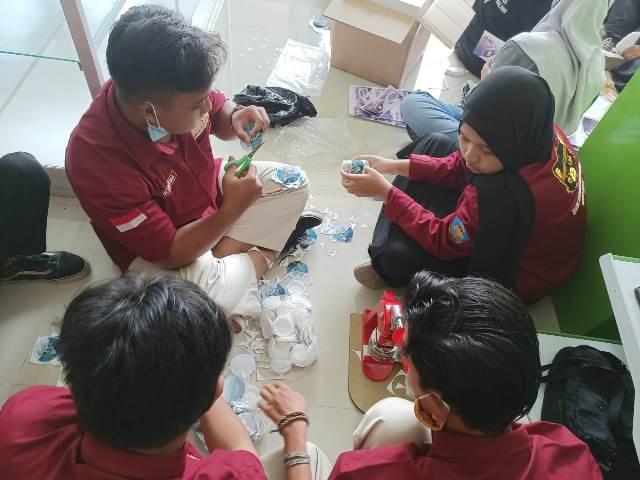 Siswa Multi Media SMK Muda CoE Karya Produk Industri Percetakan 1