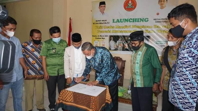 Launching Tunas Perkasa-Surya Melati, Bupati Amran Mahmud Borong Beras PDPM Wajo 1