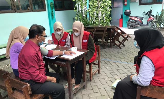 Jelang Vaksin Guru-Karyawan, PMR SMK MITA Sidoarjo Screening Kesehatan 1