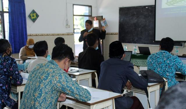 Webinar Nasional Matsamutu Siapkan Siswa Pemimpin Masa Depan 1