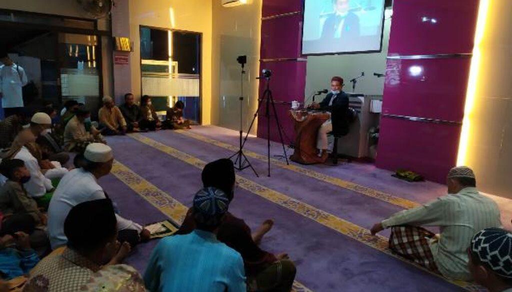 rokhmad masjid a