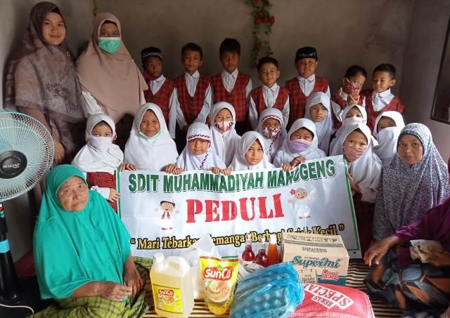 Sambut Ramadhan SDIT Muhammadiyah Manggeng Santuni Dhuafa 1