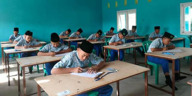 Santri Ponpes MBS Al Manar Serentak Ikut Ujian Akhir Pesantren 1