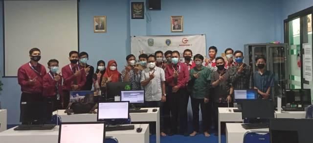Direktur PT Maspion IT Uji Teknik Komputer Jaringan Siswa SMK MITA 1