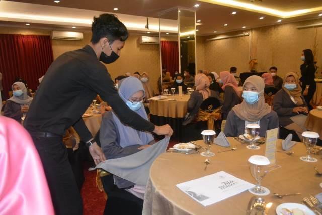SMK M1TA Study Industri Diklat Table Manner Grand Darmo Suite Surabaya 1