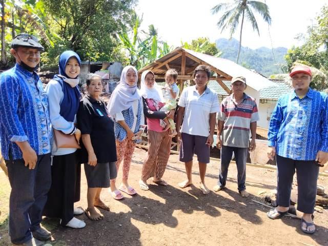 Guru SMKM 3 Singosari Salurkan Donasi Siswa Korban Gempa Lumajang 1