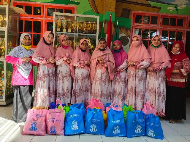 Wali Murid-Guru ABA 17 Kota Malang Baksos Puluhan Paket Sembako 1