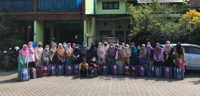 Penutupan Pondok Ramadhan Yayasan Taat Qurrota A'yun Santunan-Bagi Bingkisan 1
