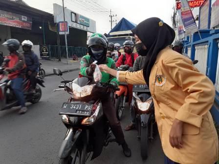 Sinergi Tiga Ortom SMK MITA Aksi Blessing Ramadhan-Berbagi Takjil 1