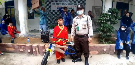 Ratusan Siswa SD Muhada Langsa Jalan Sehat Incar Sepeda Gunung-Televisi 1