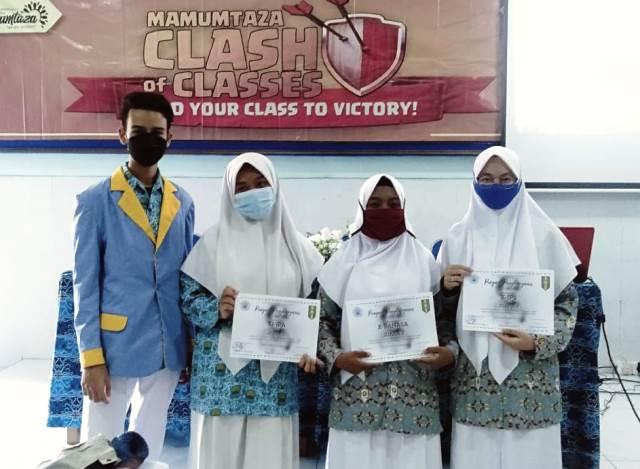 Hadiah Bagi Siswa Juara Mamumtaza Clash Of Classes Poster-Cover 1