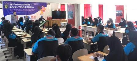 Royal ATK Wujudkan Tenaga Kerja Profesional Siswa SMK Muda 1