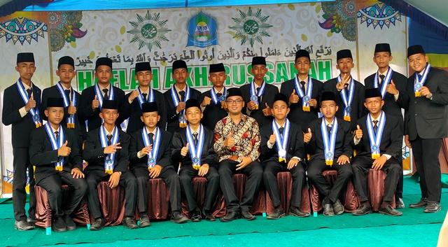 Wisuda Tahfidz-Kelulusan SMP Islam MBS Al Manar Unjuk Prestasi Akademik-Al Qur'an 1