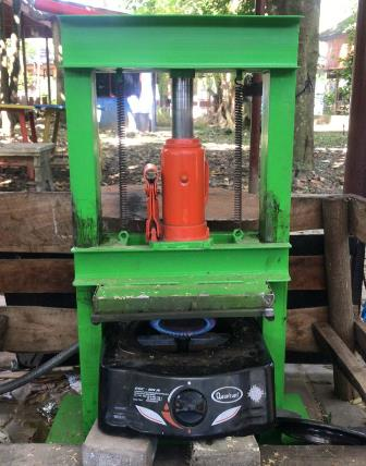Riset Bambu Jadi Papan Komposit Arek Kehutanan UMM Raih PKM-RE Dikti 2