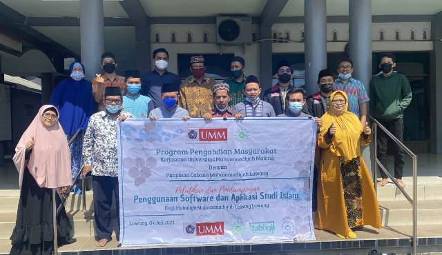 Pengabdian Masyarakat Ustadz Jamal Markaz Dakwah UMM-PCM Lawang Pelatihan Software Studi Islam 1