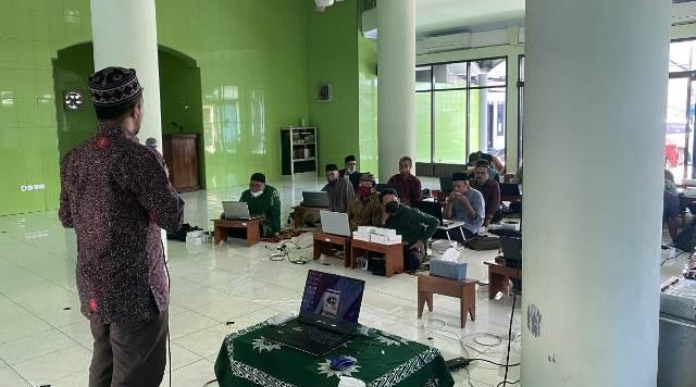 Pengabdian Masyarakat Ustadz Jamal Markaz Dakwah UMM-PCM Lawang Pelatihan Software Studi Islam 2